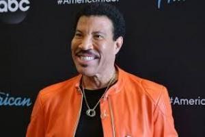 Lionel Richie quer refazer projeto 'We are The World' para vítimas do coronavírus