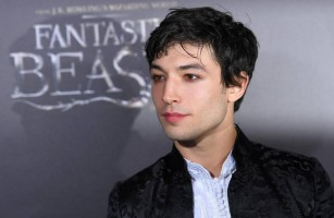 Ator Ezra Miller agride mulher na Islândia