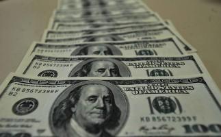 Em dia de pessimismo, dólar fecha renovando máxima histórica nominal, a R$ 5,3270