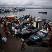 Amazonas vê alta de casos, mas mantém reabertura do comércio em Manaus
