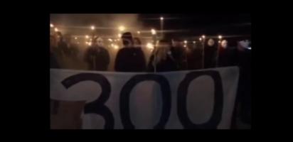 Grupo bolsonarista protesta em frente ao STF com tochas e máscaras
