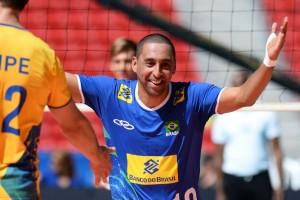 Serginho é homenageado por estrelas do vôlei após anunciar aposentadoria