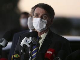 Bolsonaro atrasa promessas contra covid-19