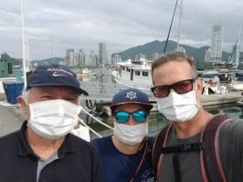Família Schurmann retorna ao Brasil e permanece em quarentena na Marina Itajaí