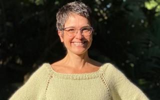 Sandra Annenberg tem  'reencontro' com tricô e mostra resultado