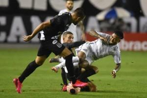 Com um a mais, Ponte vira sobre Santos e encara Palmeiras na semi do Paulistão