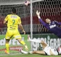 Organizada do São Paulo critica Lugano, Raí, Diniz e Daniel Alves após eliminação