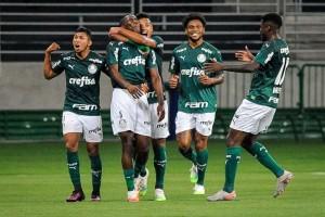 Palmeiras bate a Ponte com gol de jovem da base e está na decisão do Paulistão