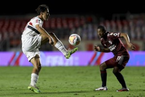 Com dois gols contra, São Paulo arranca empate com River Plate no Morumbi