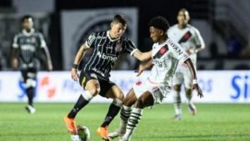 Corinthians sofre, mas vence Vasco no final e se afasta da zona de rebaixamento