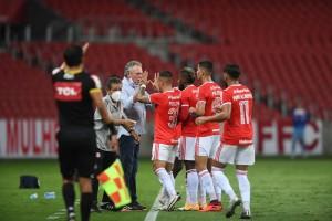 Abel Braga supera início ruim e recoloca Inter na briga pelo título brasileiro