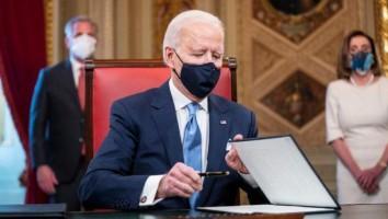 Biden assina termo de posse e nomeações do primeiro escalão do governo dos EUA