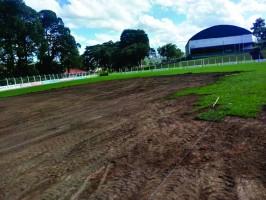 Estádio Leonardo Frare recebe novo gramado e sala de reuniões