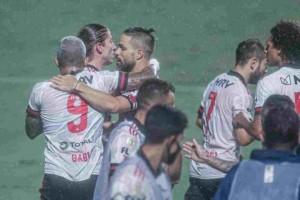 Flamengo vence fácil o Goiás, alivia pressão e entra no G4 do Brasileirão