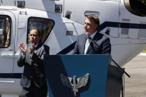 Força Aérea cumpriu missão no 'Dia D menos um', diz Bolsonaro
