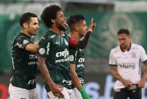 Palmeiras atropela o Corinthians e se mantém na briga pelo título do Brasileirão