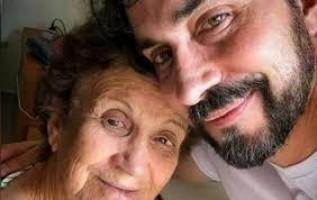 Padre Fábio de Melo se emociona com mãe vacinada: 'Estava angustiado'
