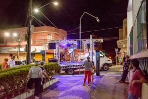 Serenata movimenta início da noite com cantores da cidade