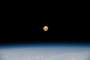 """A """"Super Lua"""" acima do Oceano Índico"""