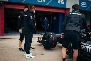 Bottas supera Hamilton de novo e fecha primeiro dia em Imola como mais rápido