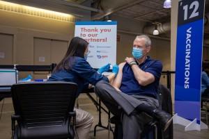 Casos de coronavírus nos EUA têm aumentado, mesmo com vacinação acelerada