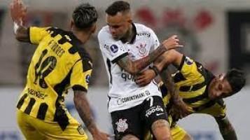 Corinthians é derrotado em casa pelo Peñarol e se complica na Copa Sul-Americana