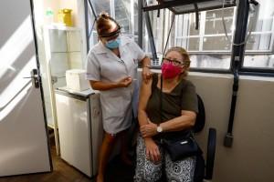 Objetivo é vacinar um milhão de brasileiros por dia, diz ministro da Saúde