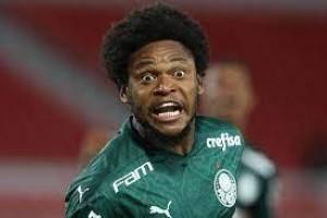 Palmeiras multa Luiz Adriano por descumprir protocolos contra covid-19