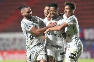 Santos faz 3 no San Lorenzo fora e fica perto da fase de grupos da Libertadores