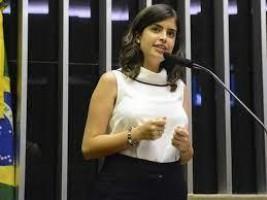 Câmara avalia dar 'bônus' a partidos por reserva de vagas a mulheres na política