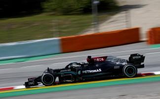 Lewis Hamilton lidera dobradinha da Mercedes em Barcelona com melhor tempo do dia