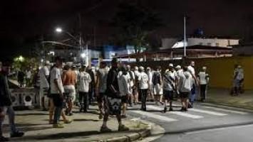 Ônibus do Santos é apedrejado após vitória que evitou rebaixamento no Paulistão
