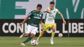 Palmeiras busca três vezes o empate, mas é superado pelo Defensa com gol no fim