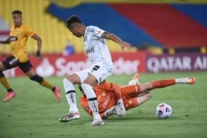 Santos apanha do Barcelona e cai na primeira fase da Libertadores pela 2ª vez