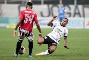 São Paulo empata com o Corinthians no final, mas tabu na arena do rival continua