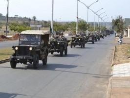 Vinhedo recebe comboio de viaturas militares antigas em comemoração ao fim da Segunda Guerra Mundial