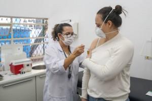 Brasil tem 30,43% da população vacinada com a primeira dose contra a covid