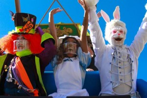 Hopi Hari estreia espetáculo Alice de volta ao País Mais Divertido do Mundo