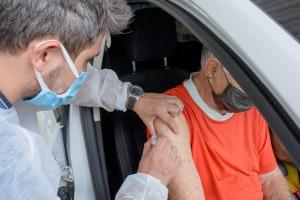 Mais de 2,5 mil pessoas são vacinadas contra a covid-19 no sábado