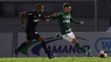 Palmeiras afasta Lucas Lima após meia ser acusado de ir a festa clandestina