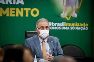Senado: todos acima de 18 anos devem receber 1ª dose até setembro, diz Queiroga