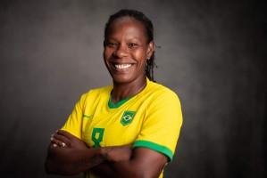Formiga chega à sua 7ª Olimpíada e corre atrás do seu sonho no futebol feminino