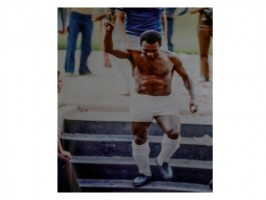 Pelé diz adeus à seleção brasileira e itatibenses ficam com a bola da memorável despedida