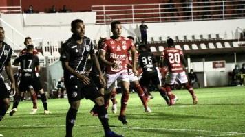 Vila Nova e Ponte Preta empatam sem gols em partida fraca em Goiânia
