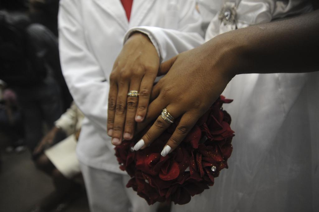 Cai o número de casamentos em 2018, mas união homoafetiva tem crescimento de 64%