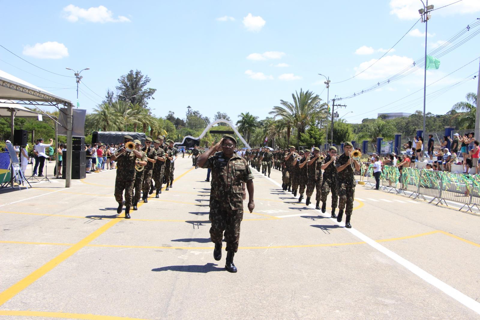 Homenagens e desfile na comemoração do centenário do Tiro de Guerra