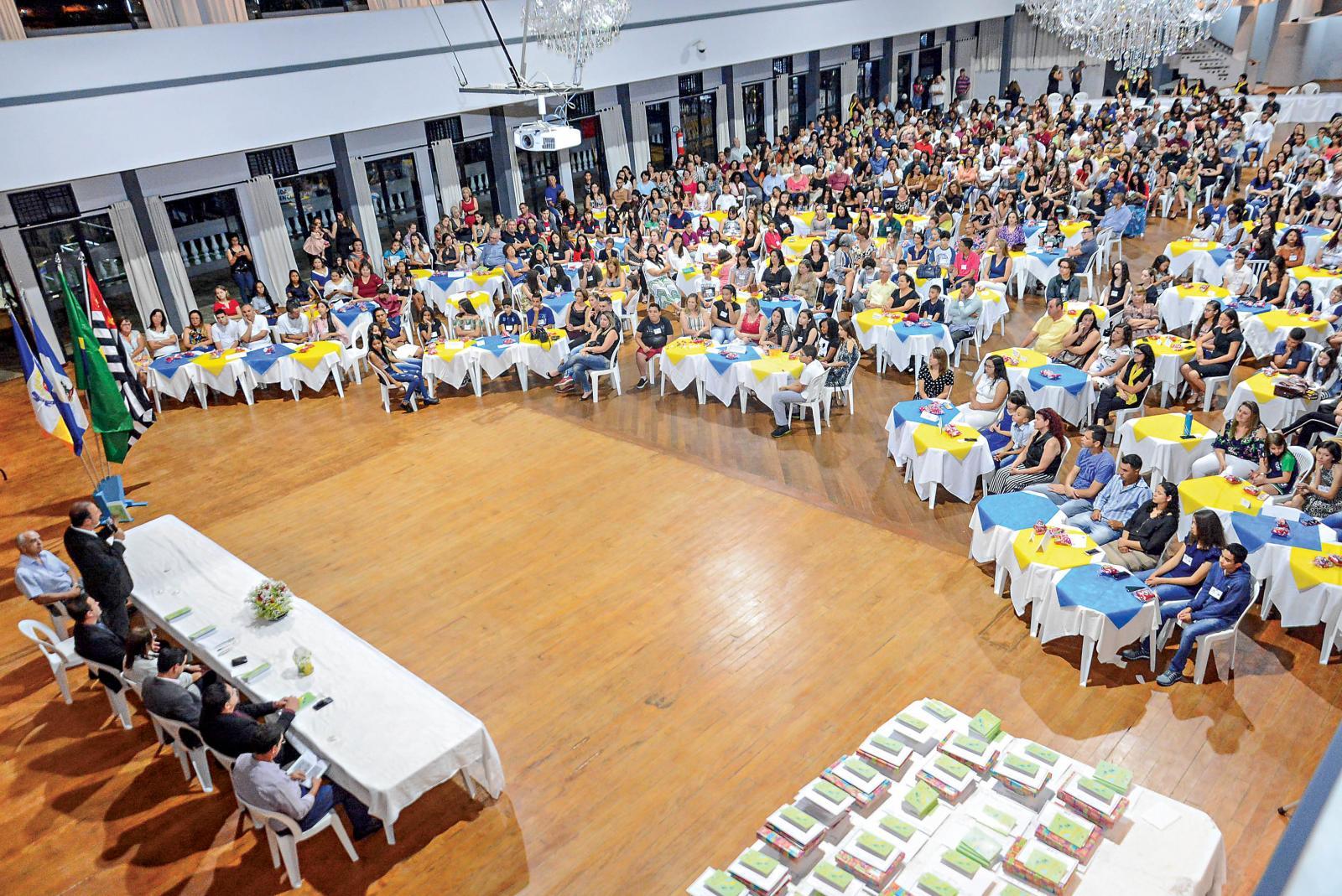 Lançamento do livro 'Encontros Infanto Juvenil XIX' é realizado no Itatiba E.C.