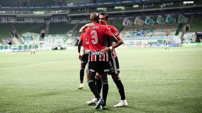 São Paulo aproveita falha de Scarpa, bate o Palmeiras e engata 4ª vitória seguida