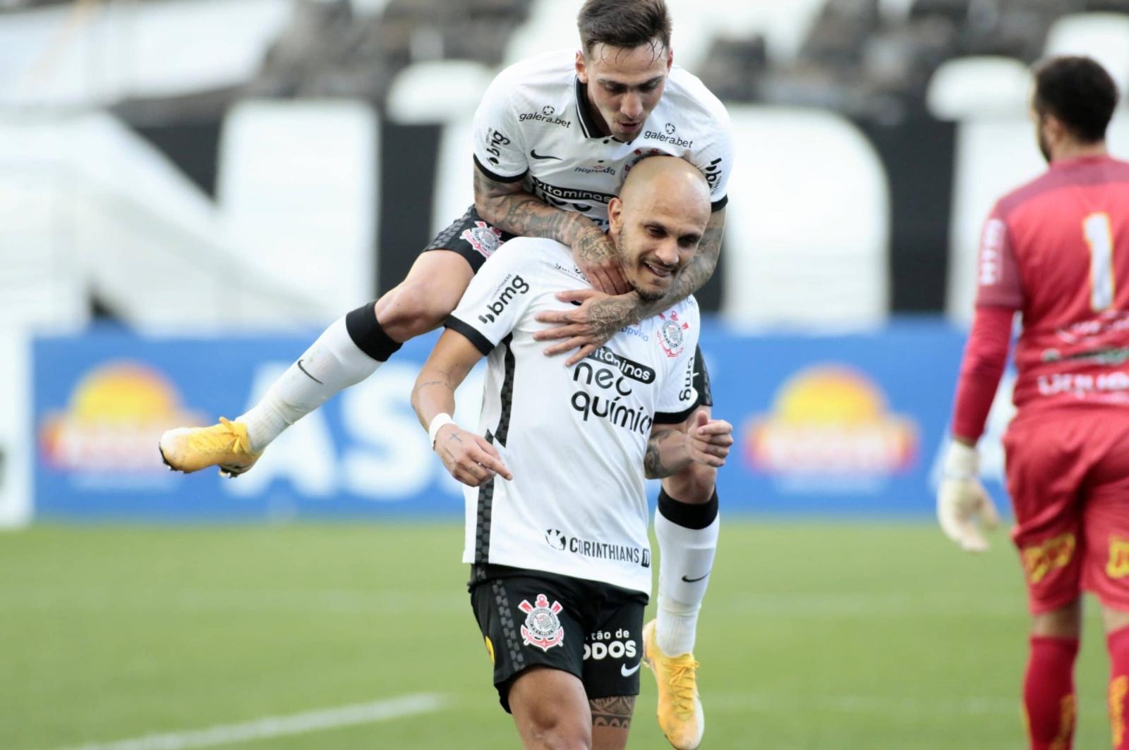 Com veteranos, Corinthians vence, elimina Novorizontino e ajuda Palmeiras