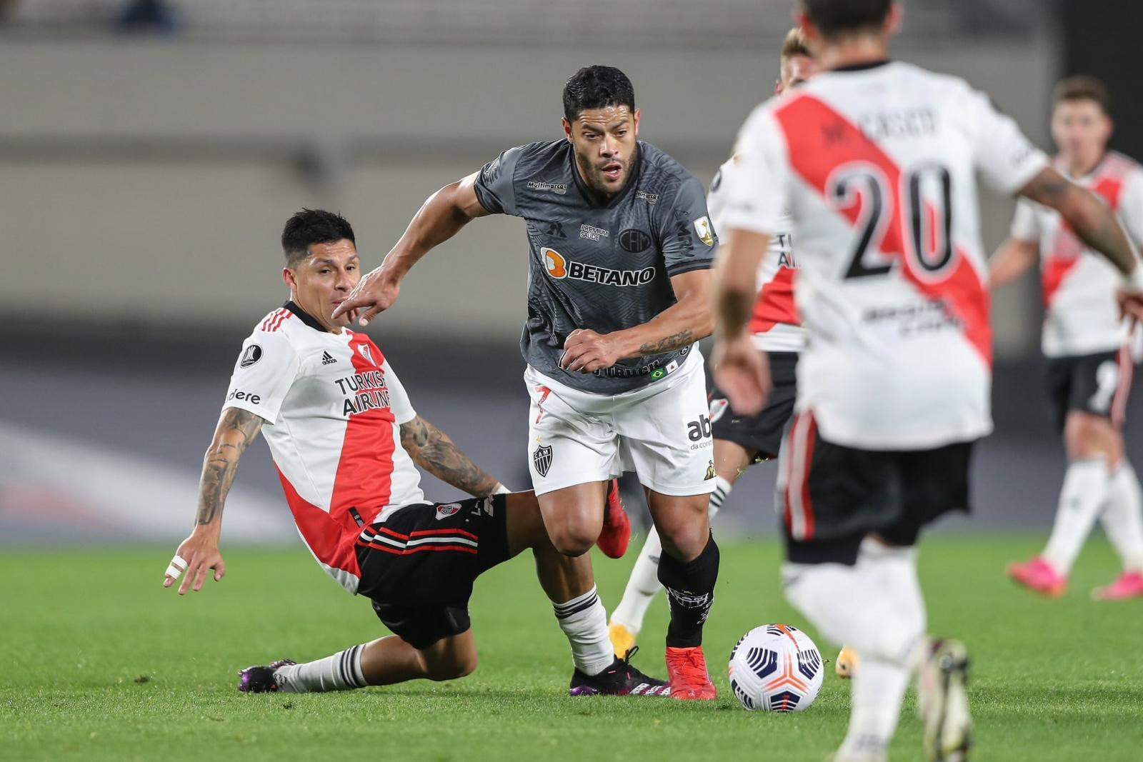 Atlético-MG vence River Plate e fica a um empate da semifinal da Libertadores